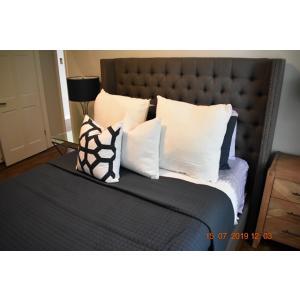 Dlux Bedroom.JPG